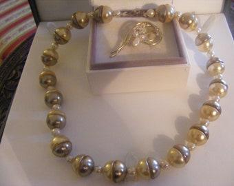Lovely Vintage Necklace & Pretty Brooch