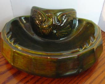 vintage deep green ceramic ash tray with eagle design, USA pottery, Atlantic Molds pottery, 1970s ash tray, very large ceramic ash tray