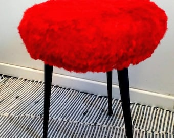 Red wig stool