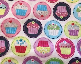 Frère et sœur de conception Cupcake impression tissu brillant 100 % coton / 1 Yard
