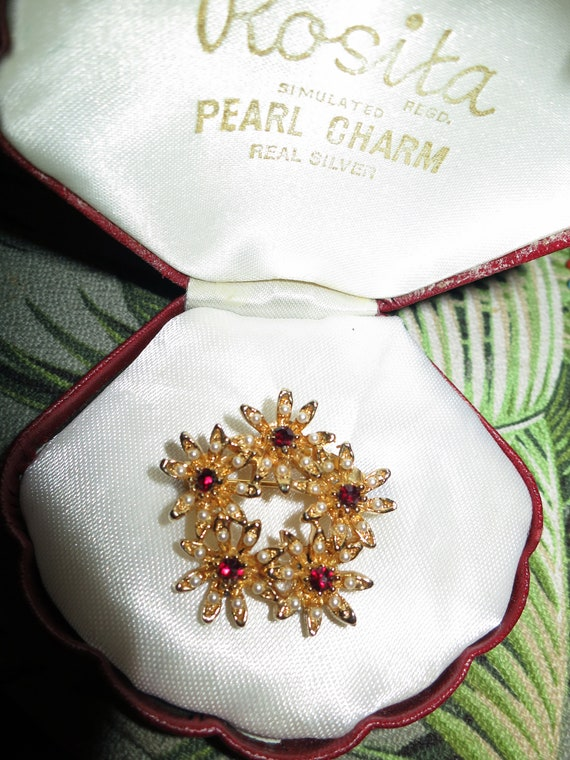 Lovely vintage gold metal garnet glass fx pearl brooch
