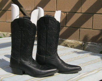 Cowboy Boots , Ladies Size 6B, Ariat Vintage  Cowgirl Boots