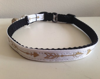 White with Gold Arrows Cat Collar