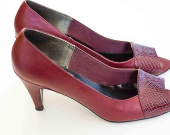 Size 7.5 Natural Vintage Women's Heels, Maroon Pumps.