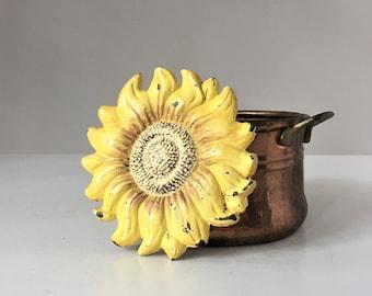 Vintage Sunflower Trivet, Cast Iron Hot Plate, Flower Trivet, Country Kitchen Decor, French Italian Kitchen, 1960s Flower Power