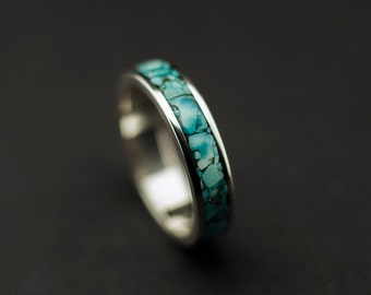 Sterling silver ring with crushed turquoise stone inlay