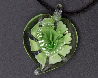 1-5 pcs Hand Made Leaf Shaped Glass Pendant with Large Green Flower, 38mmx29mmx11mm