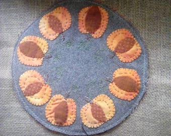 12'' round table mat, apples, pumpkins or your choice