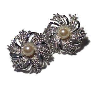 Vintage Sarah Coventry Silvertone Swirl Earrings