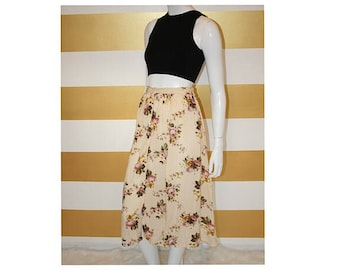SALE (20% off) Vintage Skirt // 90s // High Waist // Midi // Flowy // Floral // Button Up // M // W 26-31""