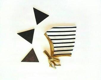Bonnet de lutin pointu tigré blanc chapeau noir