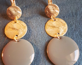 Long earrings 3 tablets gold matte and enamel pendant taupe / pink or blue
