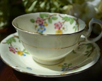 Aynsley Fine Bone China tasse à thé et soucoupe, crème et multicolore fleuri, or doré, en Angleterre
