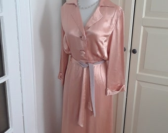 """1930s Peach Satin Robe, Dressing Gown, Full Length, Notched Collar, Size Medium, 26""""W"""