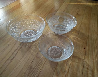 GLASS BOWL Set of 3, 3 Serving bowls, Nest of 3 bowls, Mixing Bowls, Vintage, Collectible