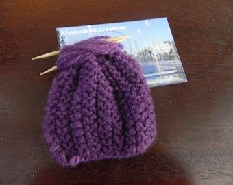 1 Mini lila stricken 7 cm für Puppenhaus
