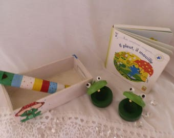 "Box ""musical frog"" and his little book"