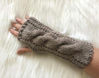 câble de couleur taupe long gants en tricot