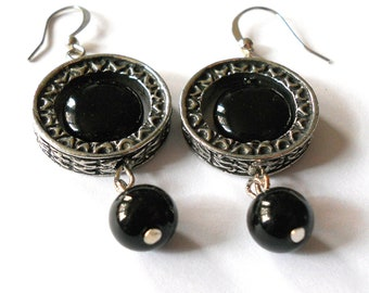 Black funky earrings,  Textured silver link and onyx earrings, bohemian jewelry