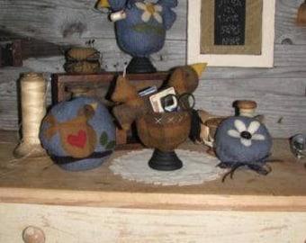 Primitive wool pincushion PATTERN - A Little Birdie Todd Me... -- WSD195