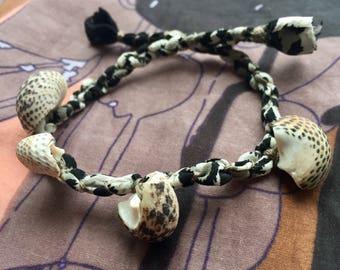 Silk Shell jewelry with Black Mcpie Shell charms. Black & White handmade silk   Sea shells bracelet. Italian Sea jewelry - Ocean lover gift
