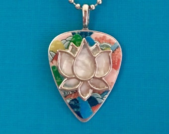 "Guitar Pick Necklace ""Ripple"""