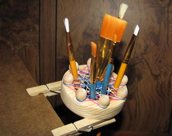Painter's Palette Pal Paint Brush Holder - Clips on to any Artist's Paint Palette