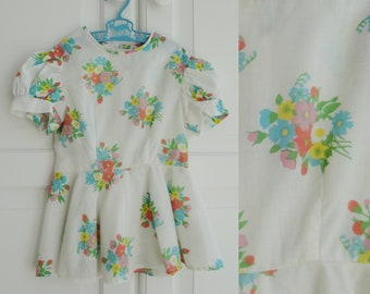 White 70s Dress With Flowers In Bright Colors // Puff Sleeves And Skirt // Size 95