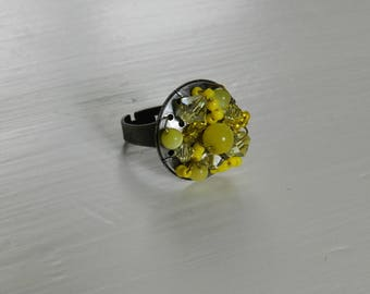 ring multi-perles yellow metal holder