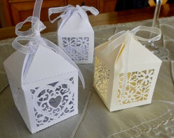 Pack of 10 Laser Cut Favour Boxes in Ivory or White. Heart or Flower Design.
