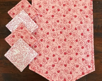 Valentines scrolling hearts quilted table runner and set if 4 quilted mug rugs
