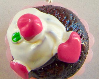 Cake charm with heart