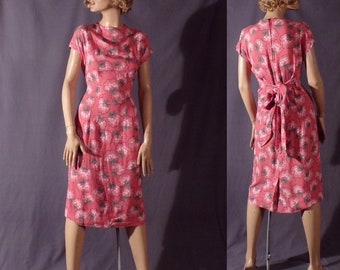 Vintage 1940s Dress - Bright Cheerful Coral Colored Rayon Cotton with Bouquet Pattern Dress