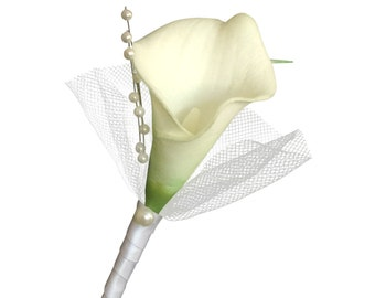 Boutonniere:Real Touch calla lily accents with tulle and pearls(Pin included)