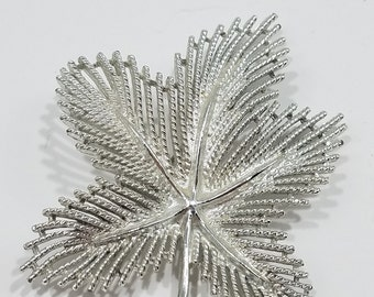Beautiful Sarah Coventry Silver Tone Leaf Brooch