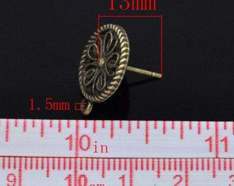 BO29 - A pair of stud earrings Bronze 17x13mm