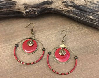 Earrings in bronze and red.