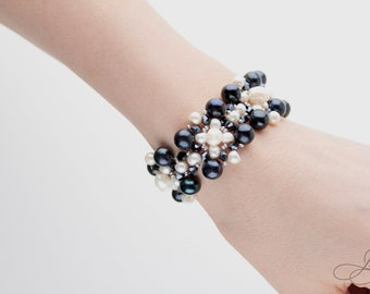 Real river black and white pearl bracelet with mountain crystals