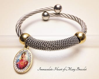 Virgin Mary Wire Bangle. Stainless Steel Wire and Immaculate Heart of Mary Medal. Religious Bracelet. Catholic Bracelet. # HP81