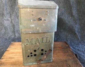 Great vintage metal mail box