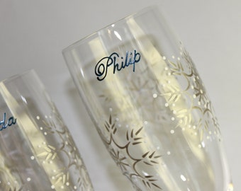 Snowflake Wedding Personalized Toasting Flutes, Winter Champagne Glasses Bride Groom Mr Mrs Painted Marine Blue Silver White Flutterby Glass