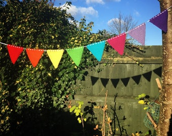 Knitted Rainbow Bunting (8 Pieces)