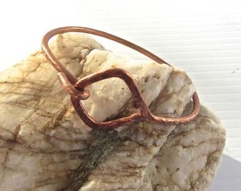 Hammered diamond shaped copper bangle bracelet