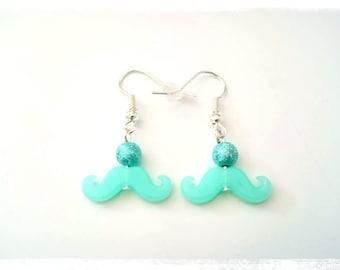 Boucles d'oreilles pendantes fantaisie prix mini perles bleues moustaches pastel bleu turquoise