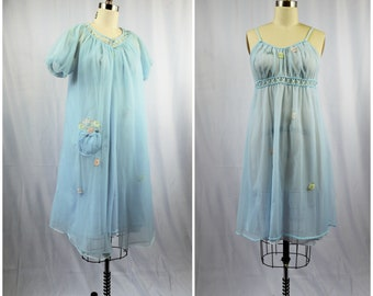 1960s Lingerie Light Blue Chiffon with Floral Appliques Size Small  Seamprufe Lattice Work Short Knee Length Gown and Robe
