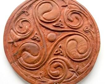 Celta Triskel talla en madera, talla en madera hecha a mano, 15,7 diám.