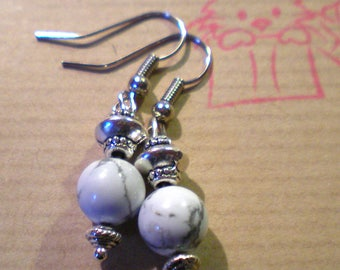 "LOOP earring '' howlite white/gray""on silver plated support"