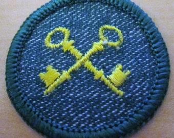 """Vintage Intermediate Girl Scout Badge """"Housekeeper"""" Circa 1950's"""