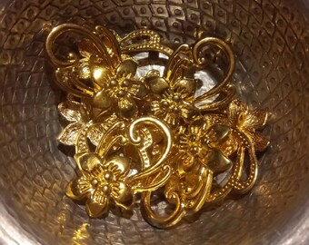 1 gold flower clasp