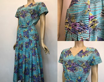 Later 1940s cotton Kev-Ard original vintage dress - double breasted with pockets!
